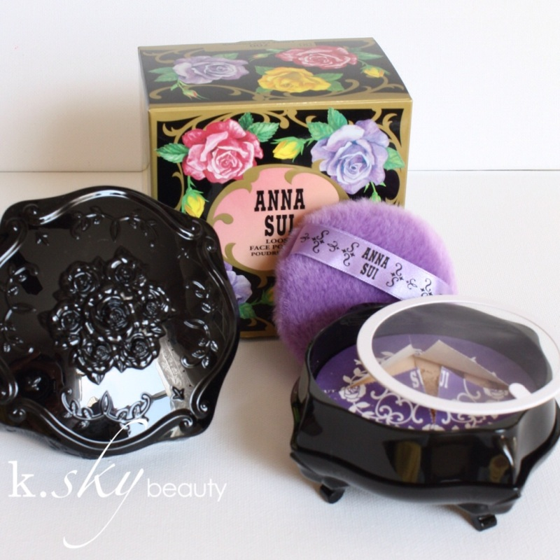 Anna Sui Loose Face Powder in 701 Light Beige